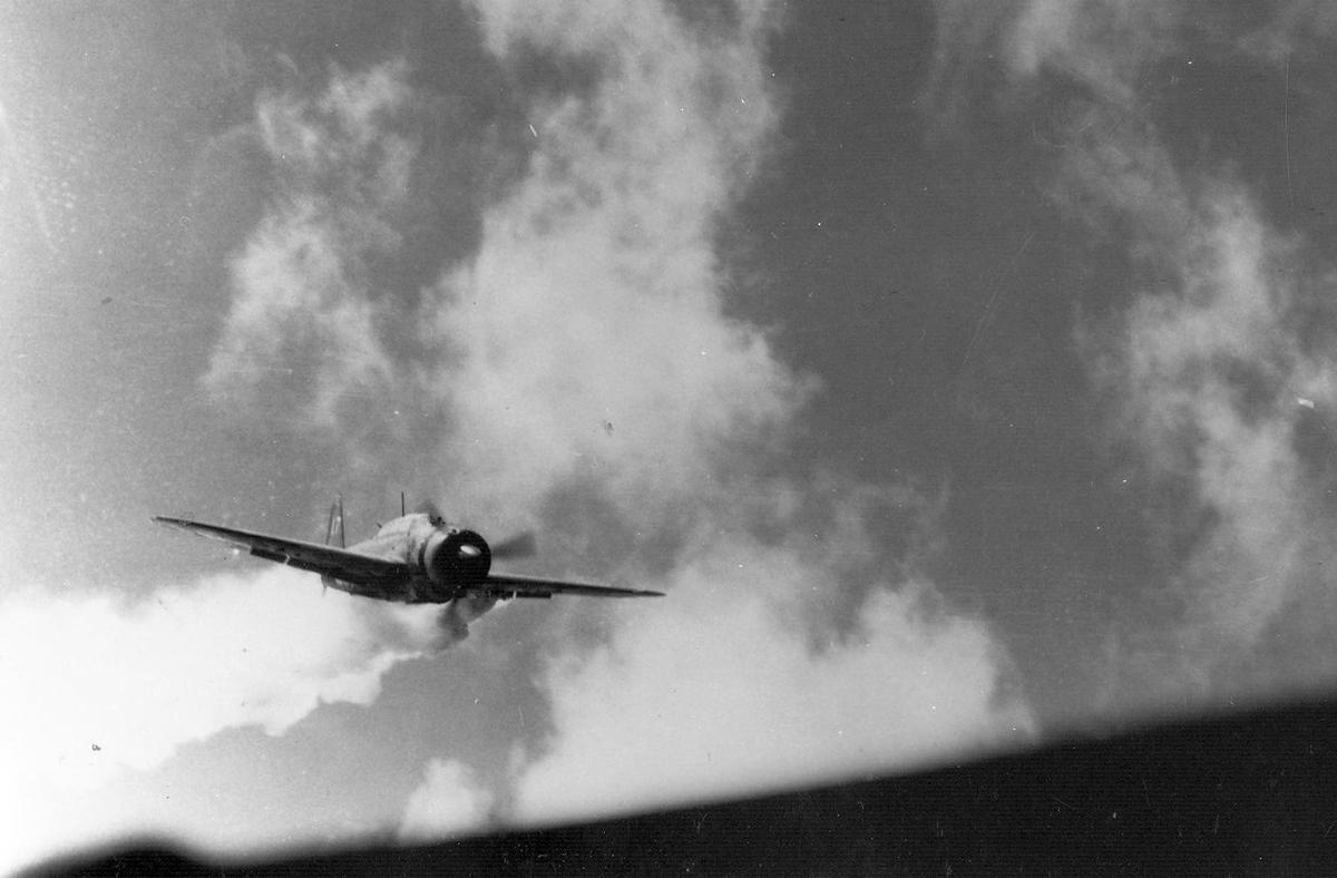 kamikaze before slammkng into uss essex 1944